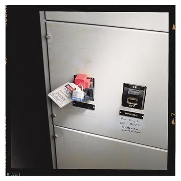 Brady 65329 480/600 Volt Oversized Clamp-On Breaker Lockout